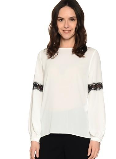 House Of Camellia Koldan Dantel Detaylı Şifon Bluz Beyaz